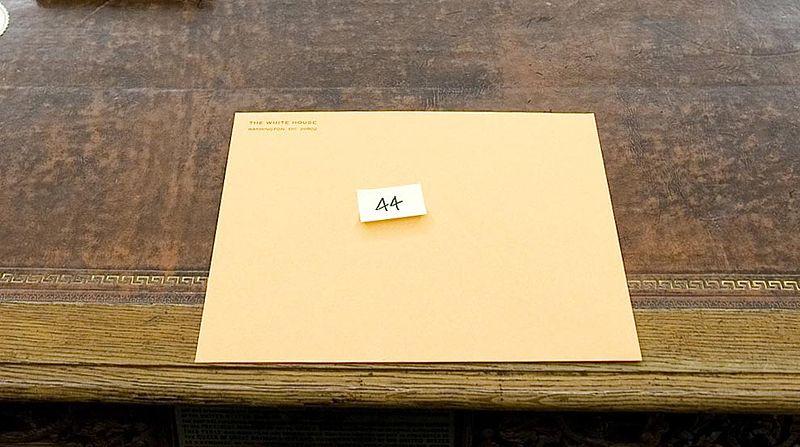 800px-EnvelopeFromBushtoObama.jpg